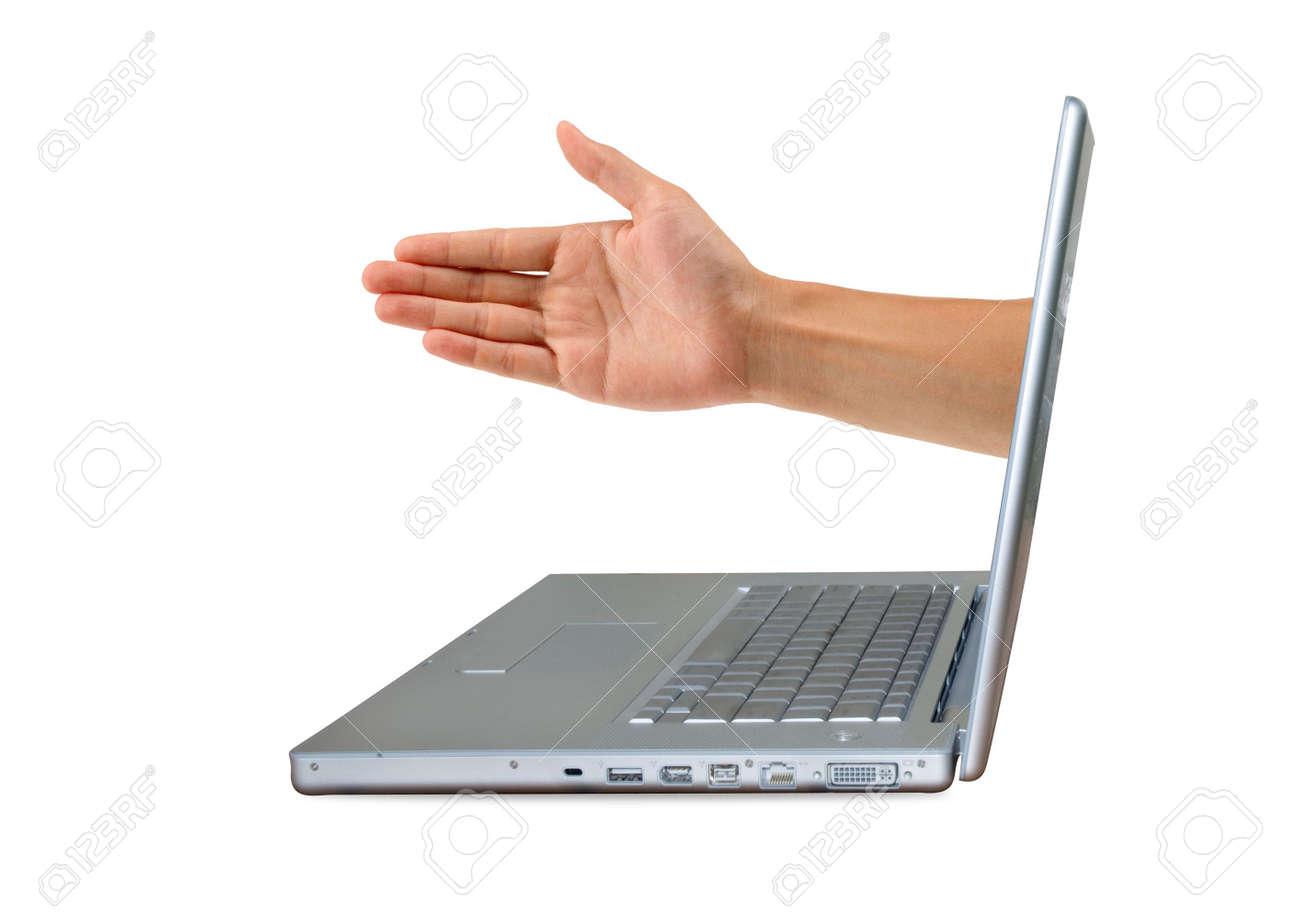 Un ordinateur portable en argent, en offrant une poignée de main Banque d'images - 4235862