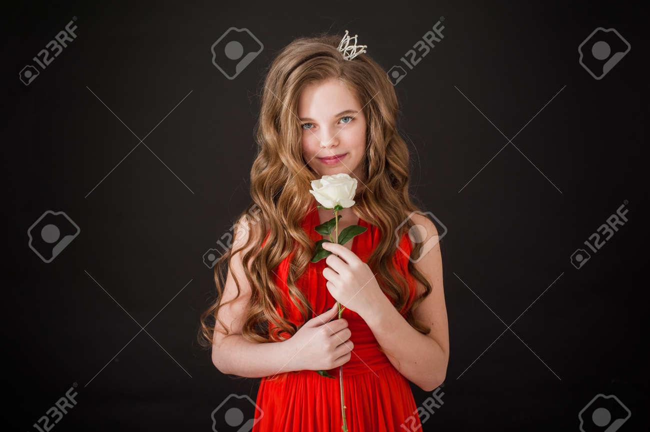 Mädchen Teenager Lächeln Glück Schwarzer Hintergrund Lange