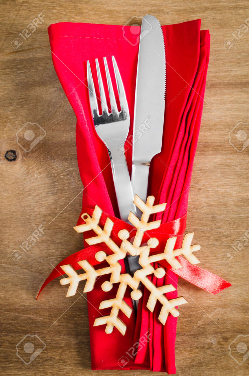 Winter Table Setting. Silverware With Empty Tag And Red Linen ...