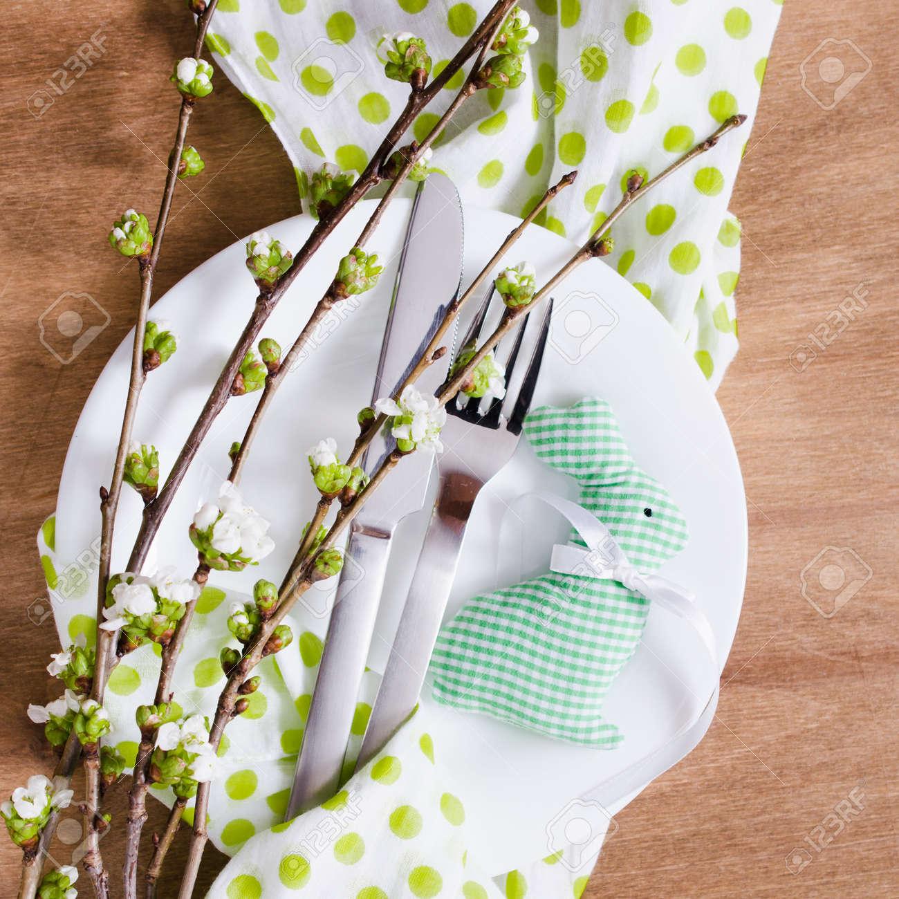 Festliche Tischdeko Fur Ostern Abendessen Mit Fruhlingsblumen Und