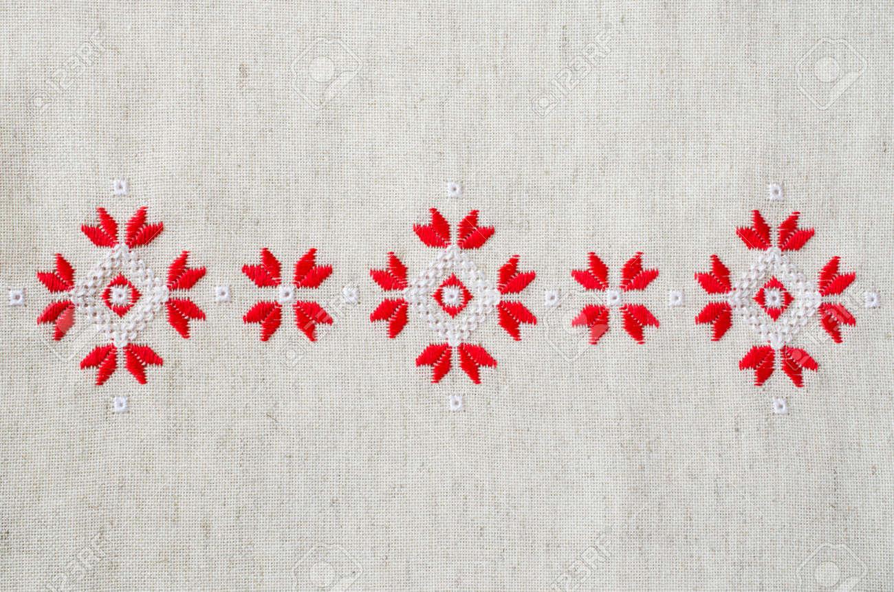 Elemento Bordado A Mano En Lino Por Hilos De Algodón Rojo Y Blanco ...