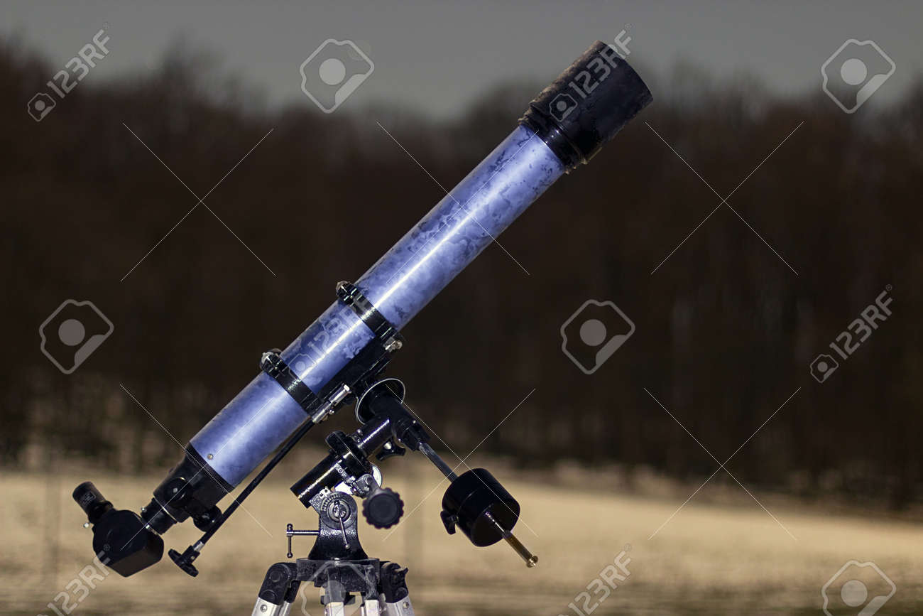 Telescope in night sky Winter edition frozen telescope Refractor Telescope - 51172927
