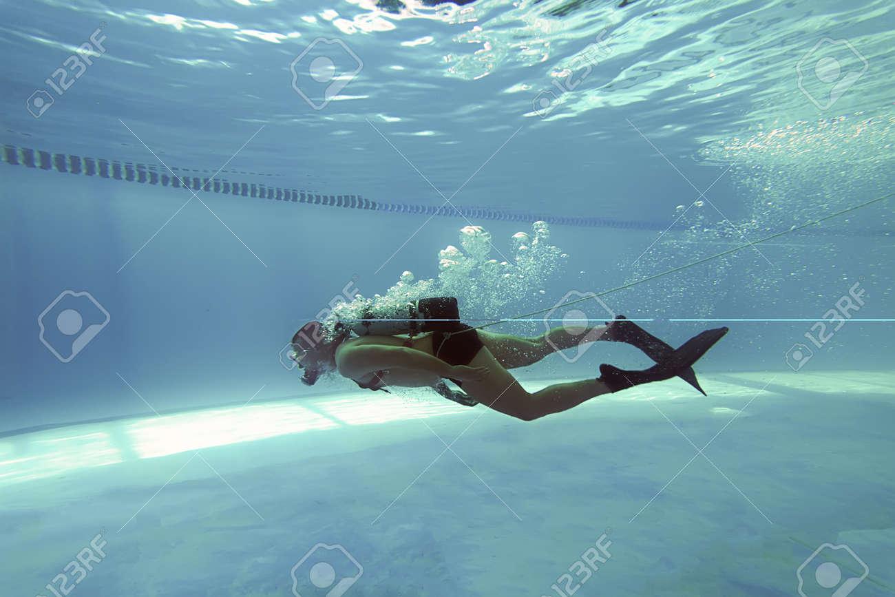 Diver in Swimming pool, Scuba Dive Swimming Pool, Underwater - 53931590