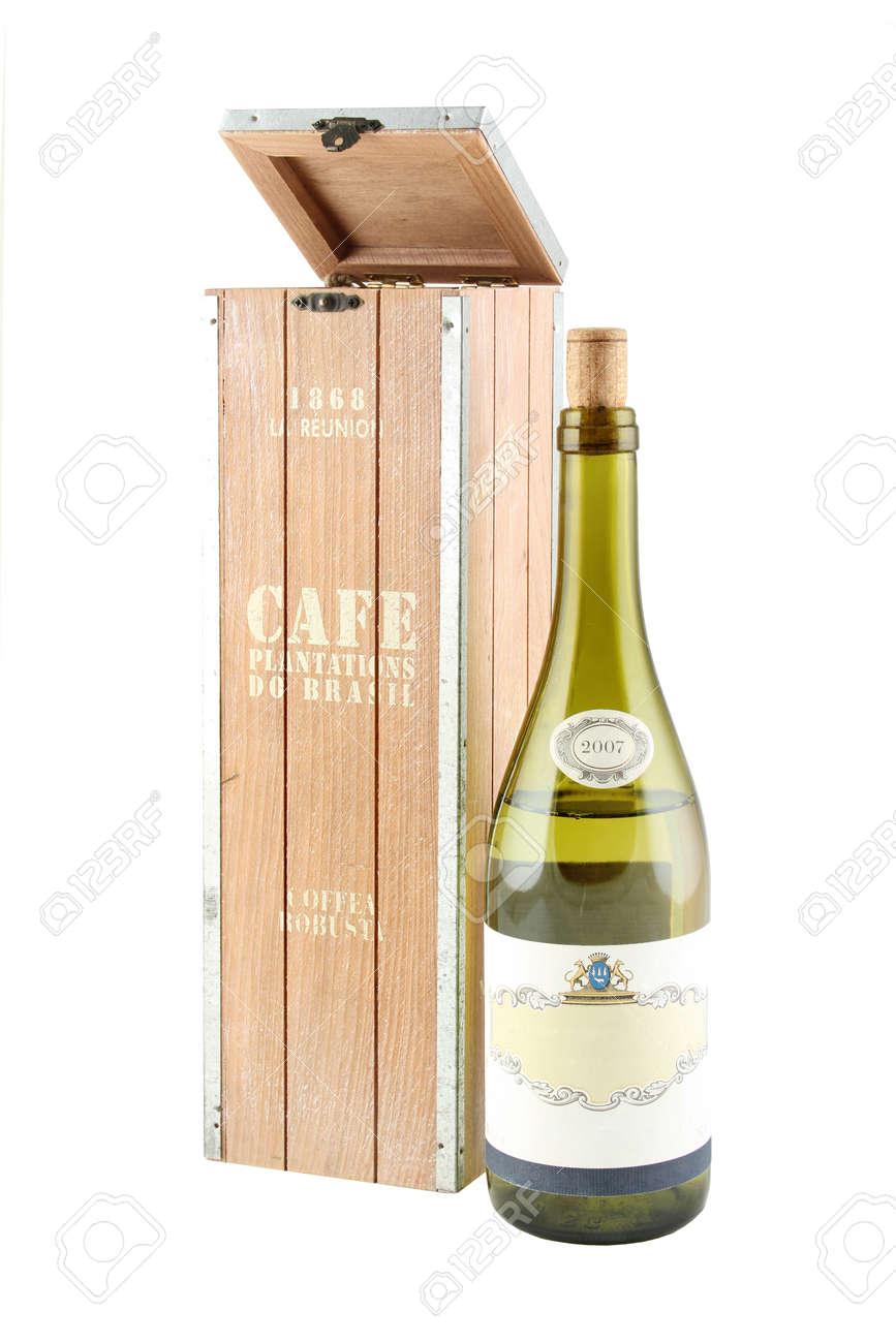 11aefac0f Diseña una caja para botellas de vino. Detalle del interior. Foto de  archivo -