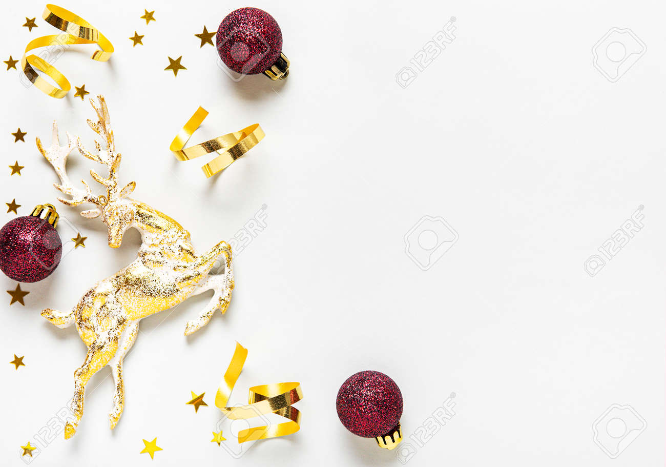 Christmas composition. Red and golden decoration on white background. Christmas, winter, new year concept. Flat lay, top view, copy space - 134599705