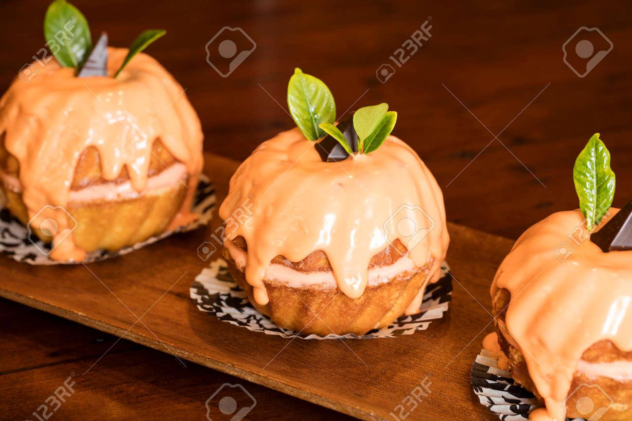 Mini Tortas Bundt De Naranja Para La Celebración De La Fiesta De ...