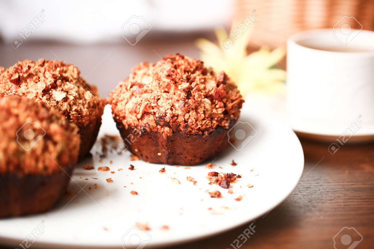 Beautiful banana muffins with oatmeal and honey - 9739552