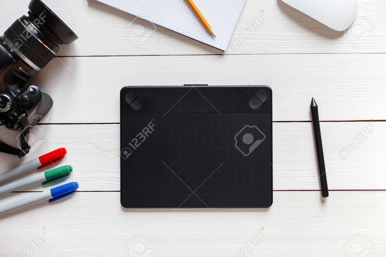 Concept Of The Artist Desktop Graphics Tablet Slr Camera Mouse Diagram Notebook