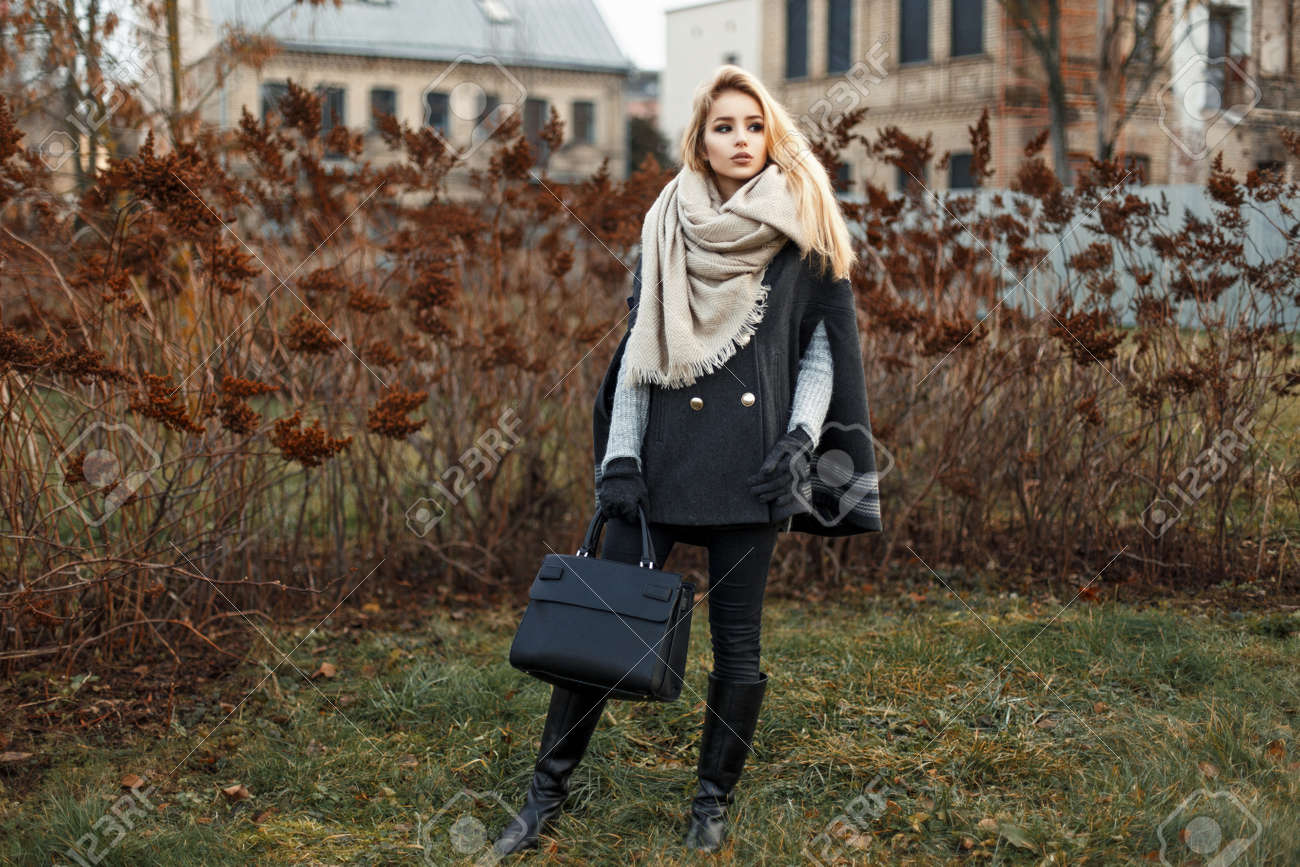 Un Femme D'automne Jeune Belle Manteau Élégant Avec Dans Une Blonde xOIxT65q