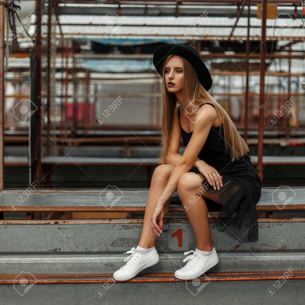 Donna Bella Moda Alla Con Cappello E Immagini Un Stock 34c5AjqLR