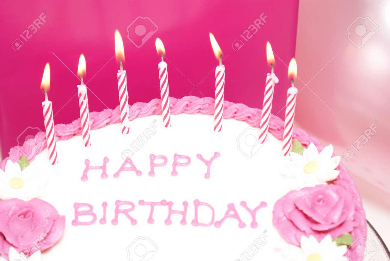 Ein Mädchen Geburtstag Kuchen Mit Einigen Kerzen Angezündet