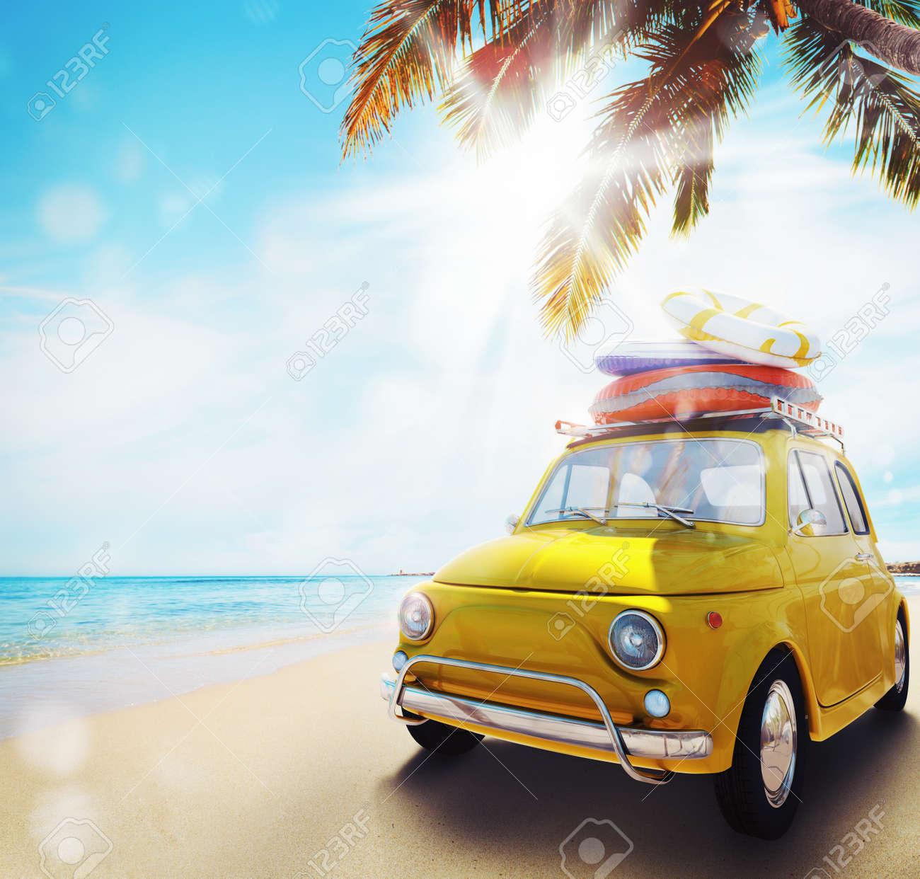 Comience Las Vacaciones De Verano Con Un Coche Viejo En La Playa