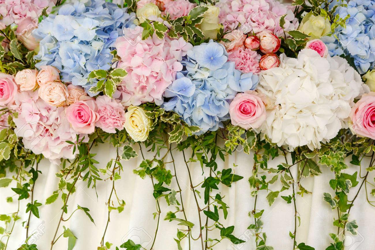 Schone Hochzeit Dekoration Von Rosa Und Blauen Hortensien Und Rosen