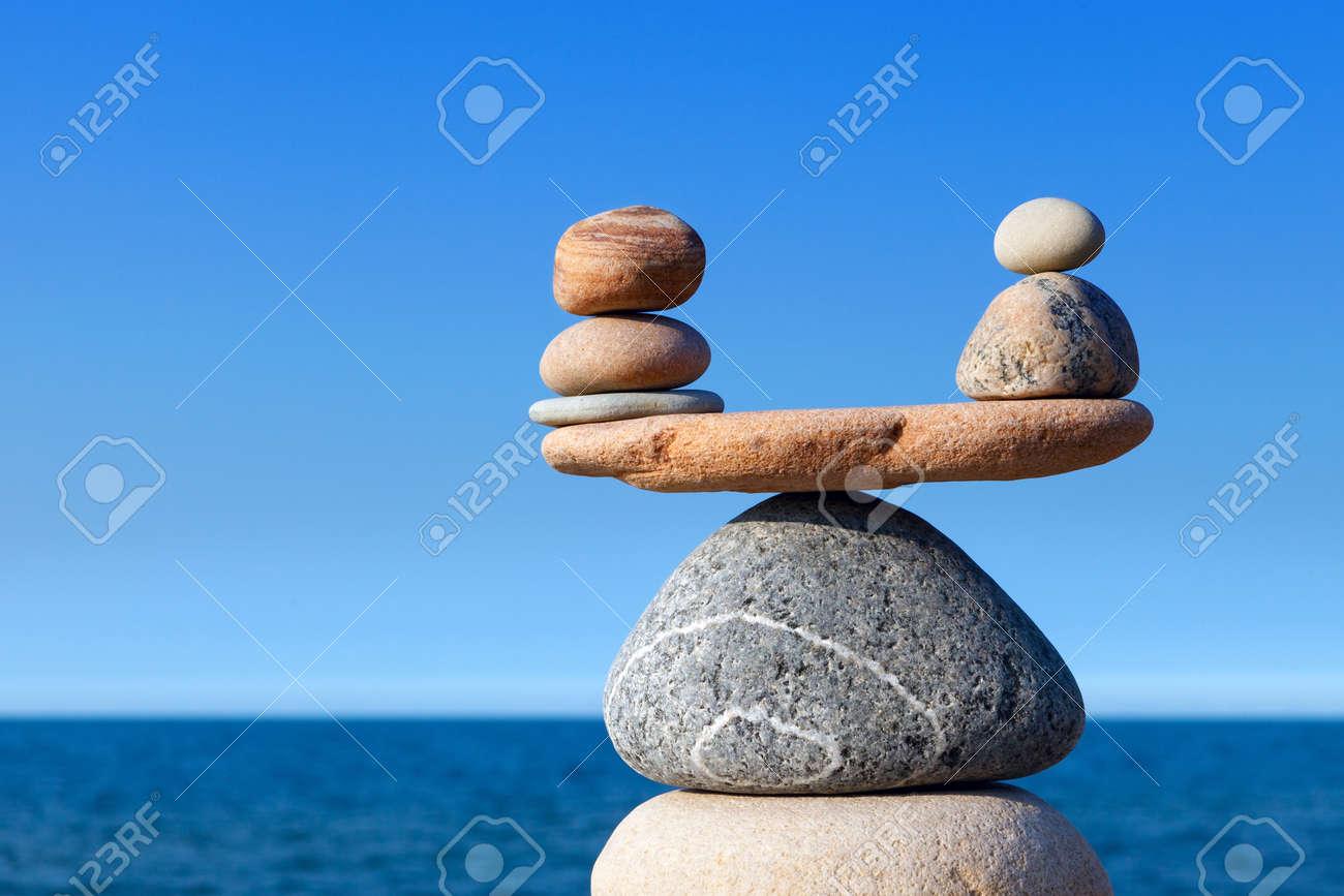 Concepto De Armonía Y Equilibrio Piedras Del Balance Contra El Mar