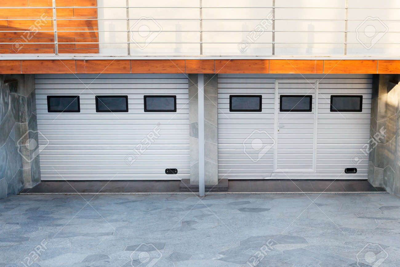 Modern Double White Garage Doors In A Luxury House Stock Photo
