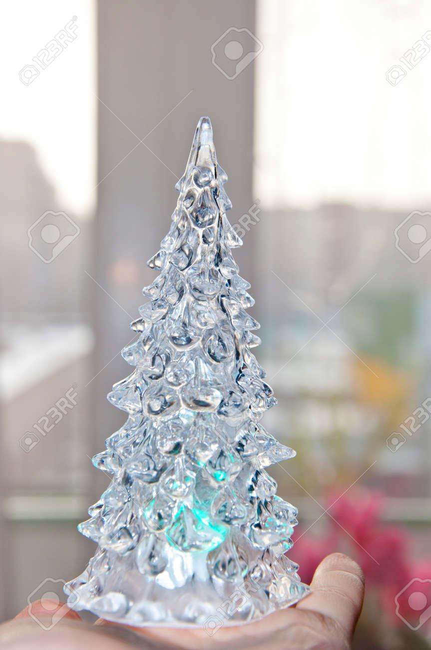 1d96b5c52b1 Foto de archivo hielo nieve cristales o decoración del árbol del año  pequeña miniatura de vidrio