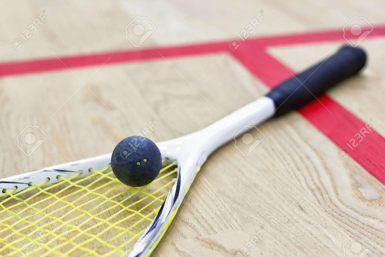squash racket and ball - 70665514