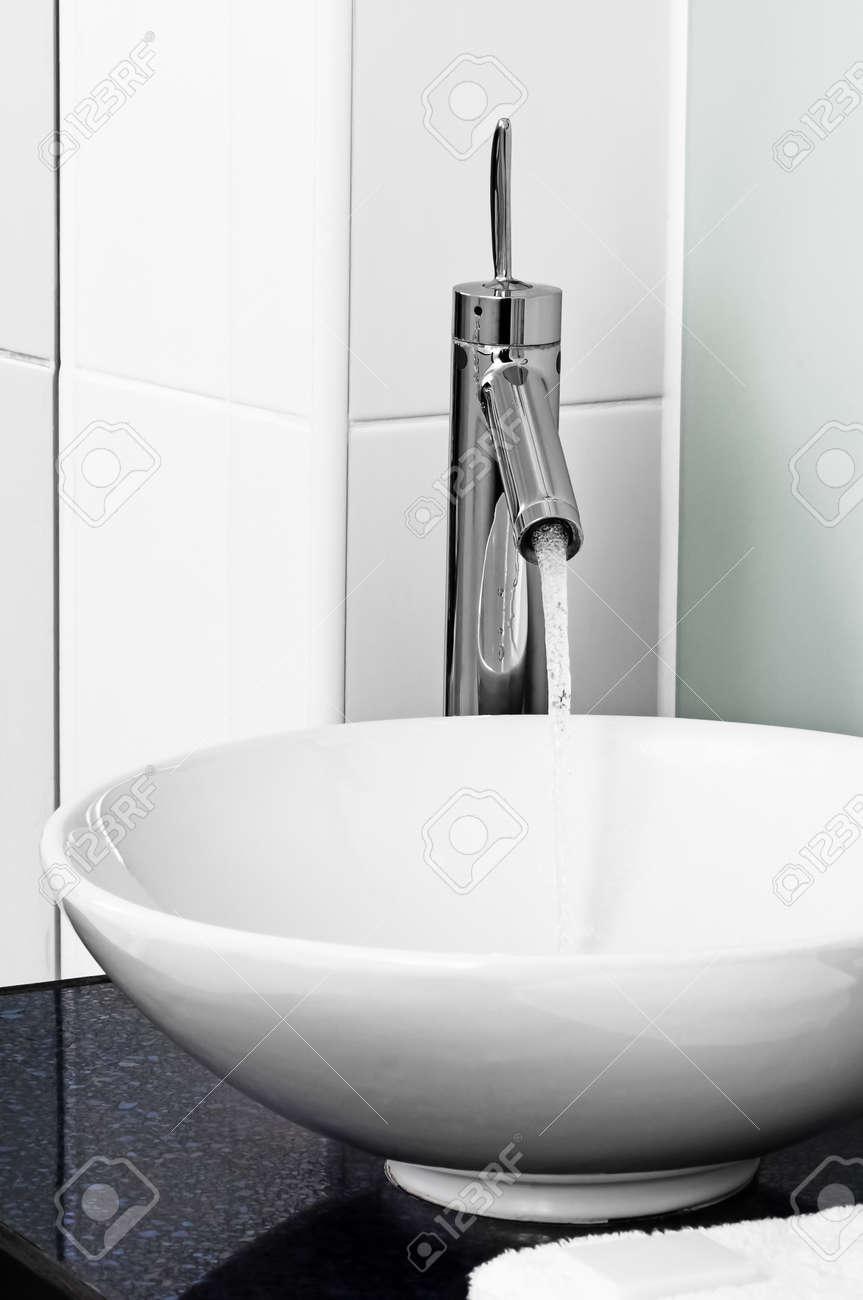 Spülbecken Badezimmer   Badezimmer Moderne Zeitgenossische Stilish Spulbecken Hahnhahn