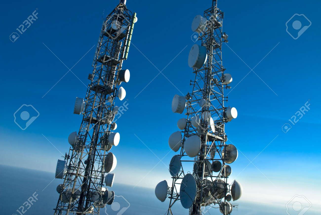 Torres de telecomunicaciones  Foto de archivo - 2183420