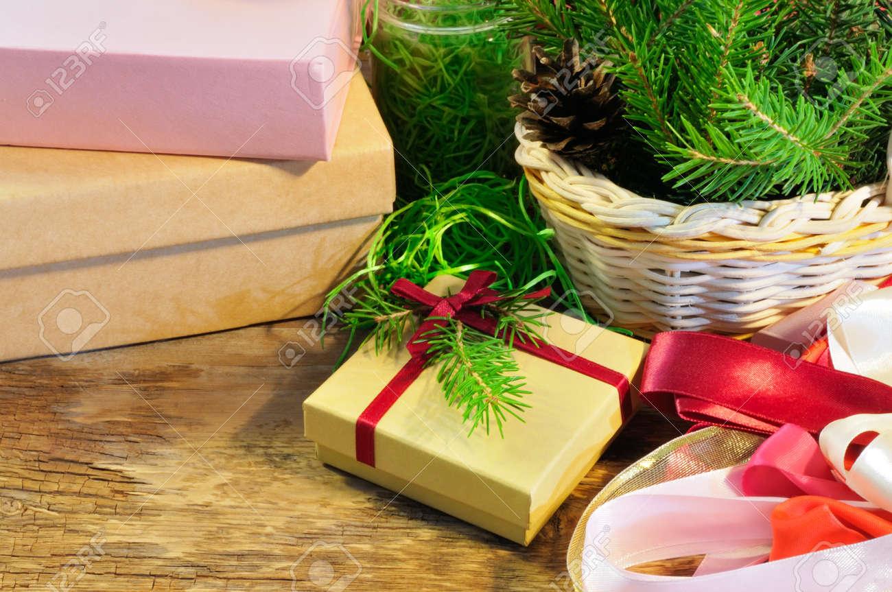 Weihnachtsgeschenk Und Verpackung Artikel - Tannenzweigen Im Korb ...