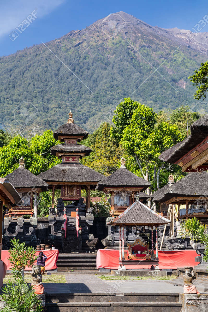 Pura Lempuyang temple with Mount Agung in the background in Bali ...