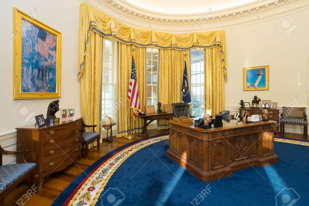 Little Rock, AR/USA   Circa February 2016: Replica Of White Houseu0027s Oval