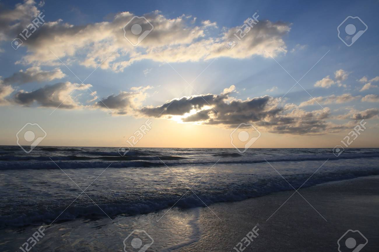 the sun rises over the beautiful Atlantic Ocean in Daytona Beach, Florida Stock Photo - 6136775