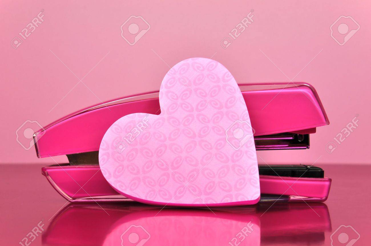 Etonnant Pretty In Pink Office Accessories Stapler And Pink Heart Shaped Post It  Note Pad Paper,