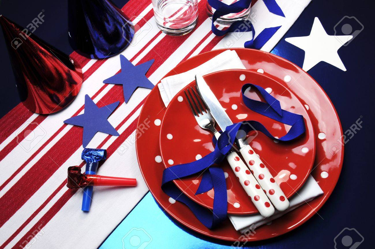 Party Table Settings For Football Or Fourth Of July Celebrations ...