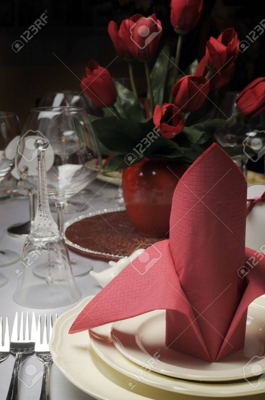 Red And White Theme Wedding Breakfast Dining Table Setting With ...