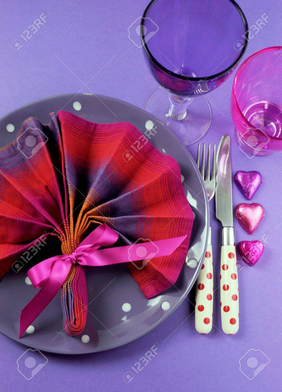 Fancy Pink And Purple Table Setting With Fan Shape Napkin Setting ...