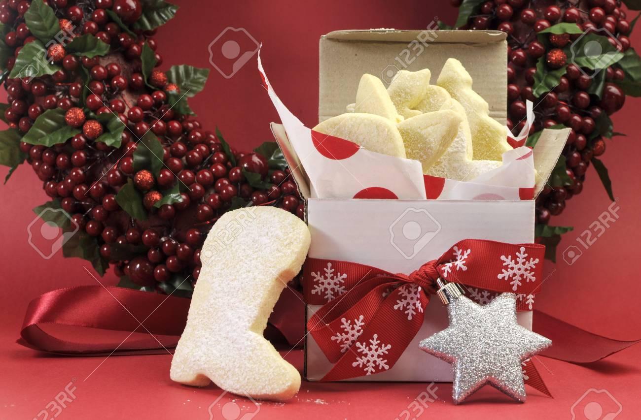 Christmas Gift Box Von Butterkeks Cookies Mit Festlichen Ornament ...
