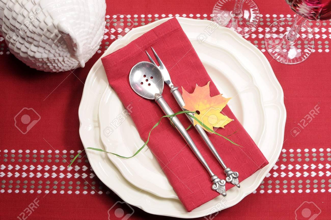 Thème cadre rouge et blanc festive belle salle à manger de table ...