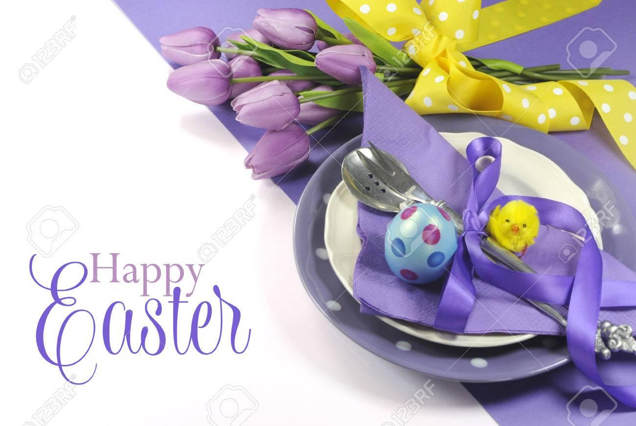 Frohe Ostern Gelb Und Lila Lila Flieder Thema Ostern-Tabelle Platz ...