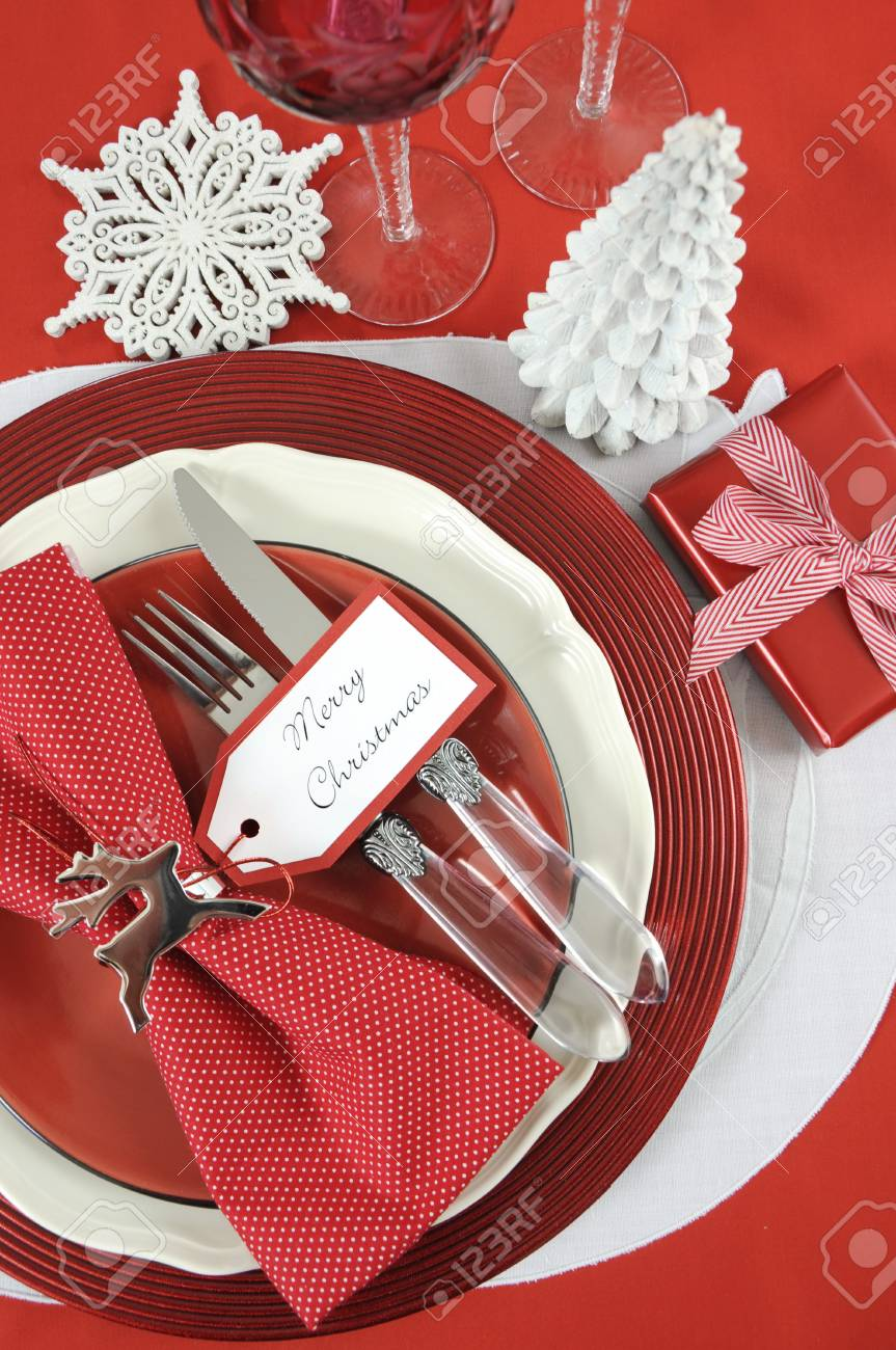 Modern Christmas table place settings in red and white theme. Vertical. Stock Photo -  sc 1 st  123RF.com & Modern Christmas Table Place Settings In Red And White Theme ...