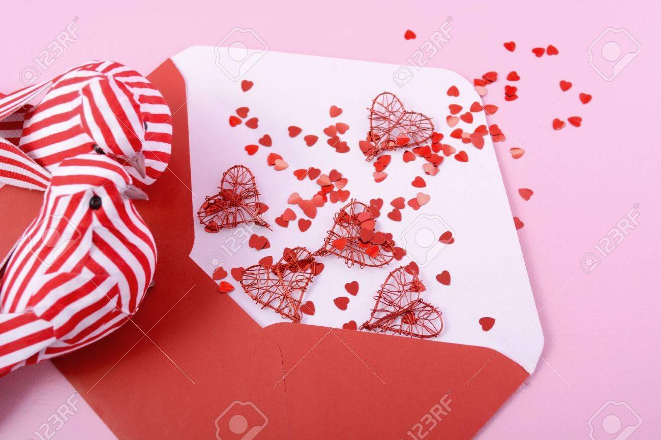 Feliz Día De San Valentín Abrió El Sobre Carta De Amor Con Adornos