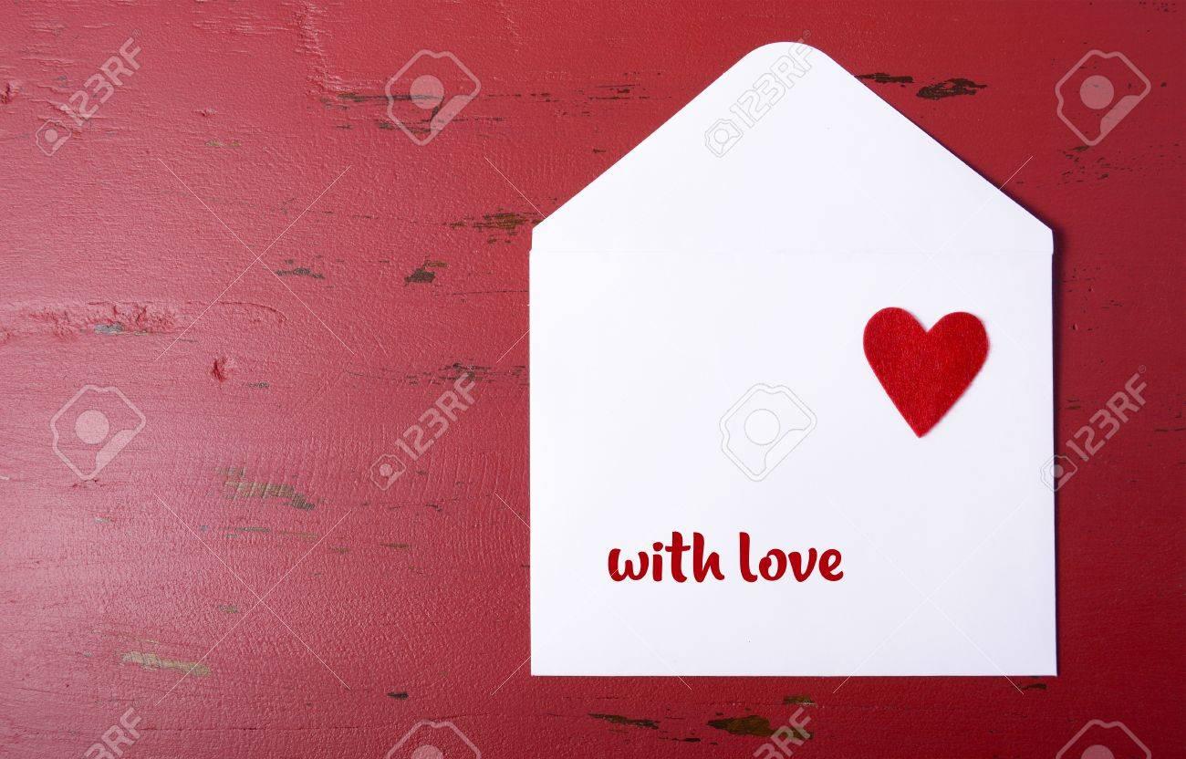 Amor Blanco De Papel Sobre De La Carta Con El Corazón Rojo Sobre