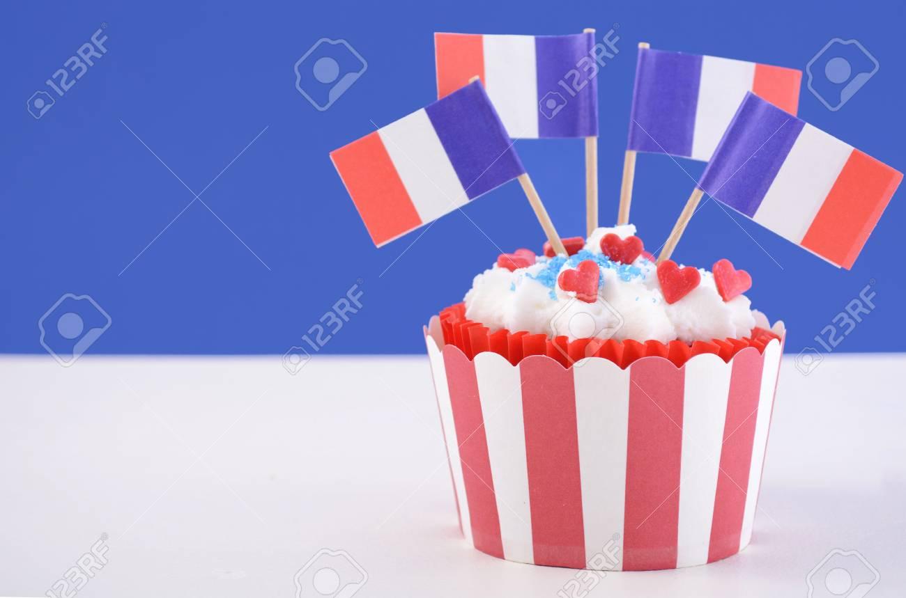 Joyeux Petit Gâteau Bastille Day Avec Rouge Blanc Et Bleu Drapeaux