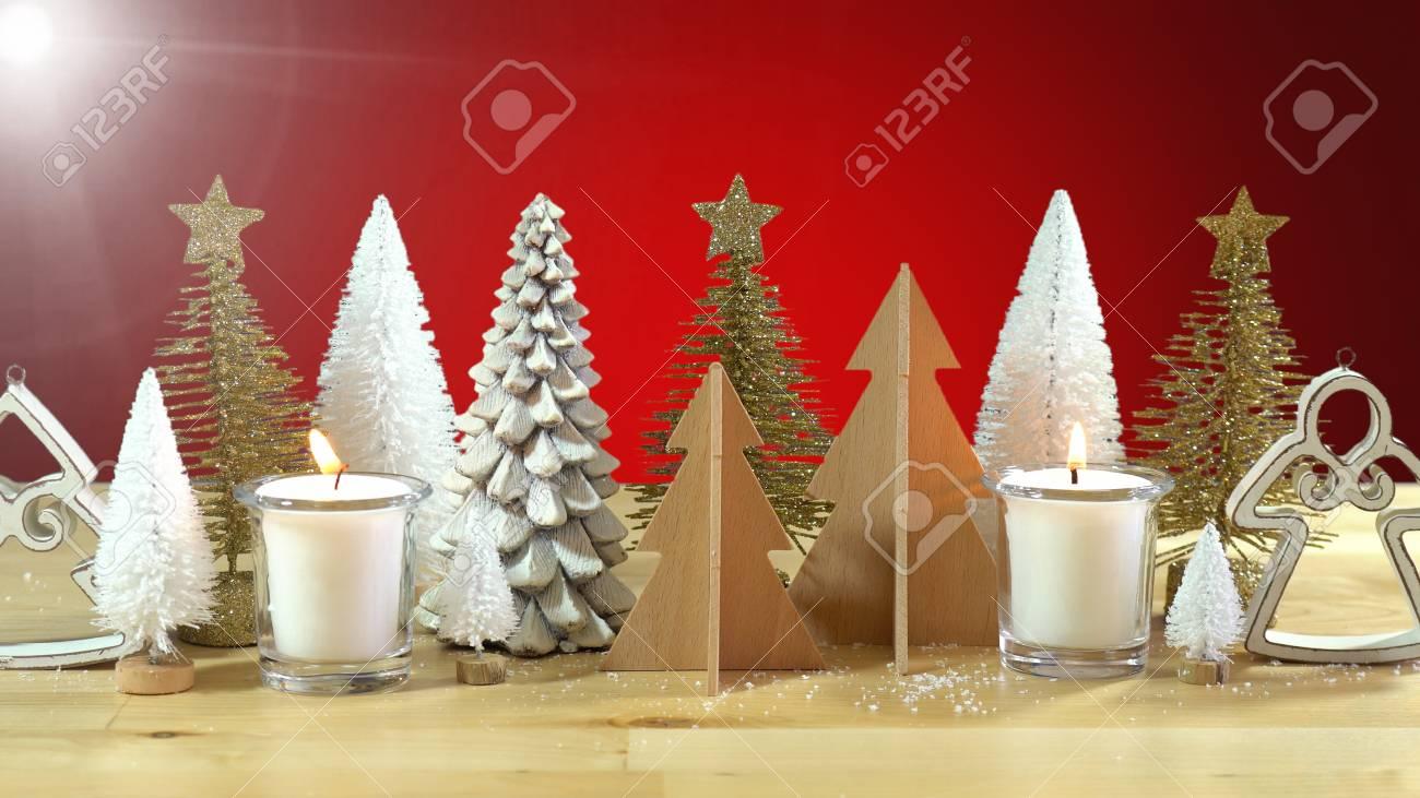 Weihnachtsmittelstück- Oder -manteldekoration Von Reihen Von ...