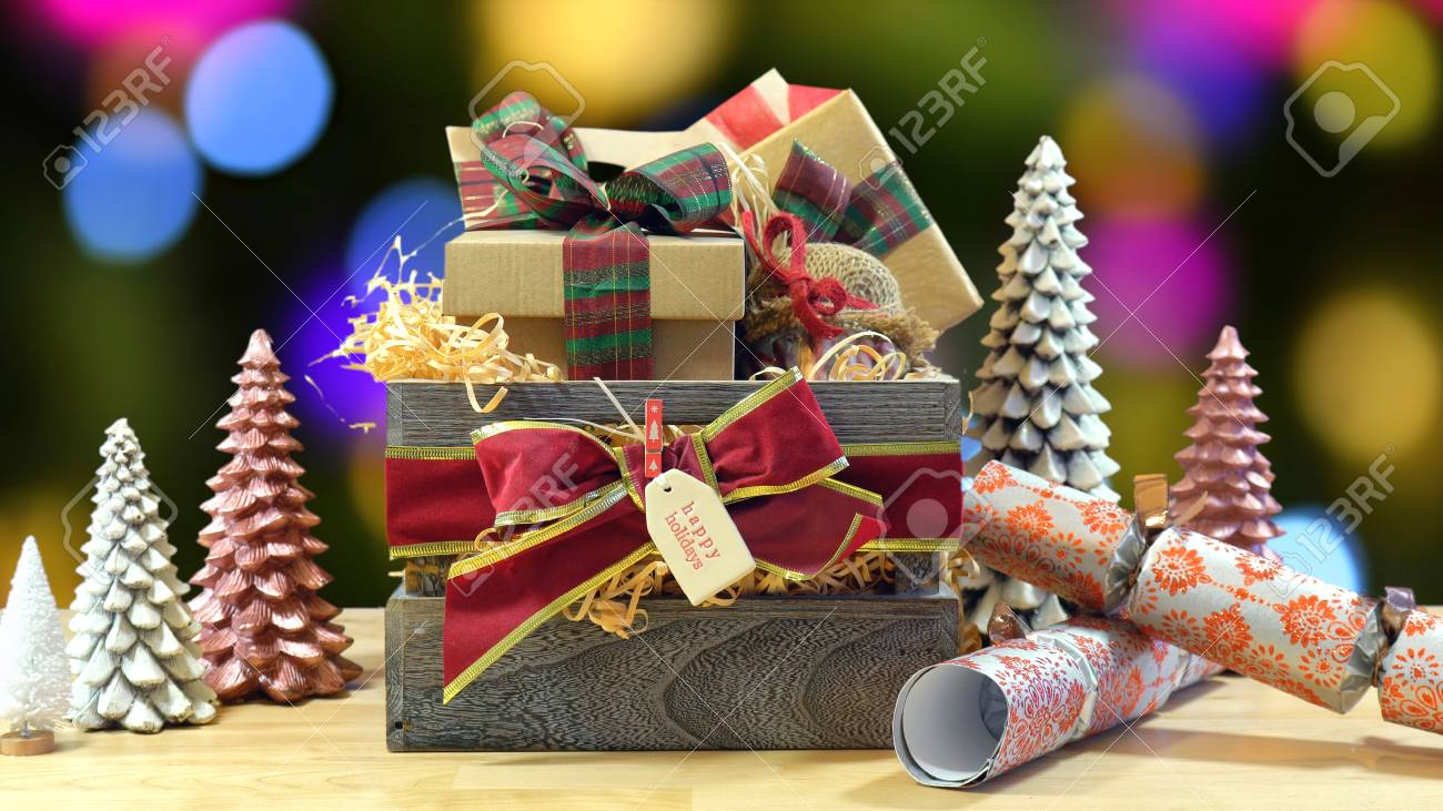 Großer Englischer Arttraditioneller Weihnachtskorb Mit Papier ...