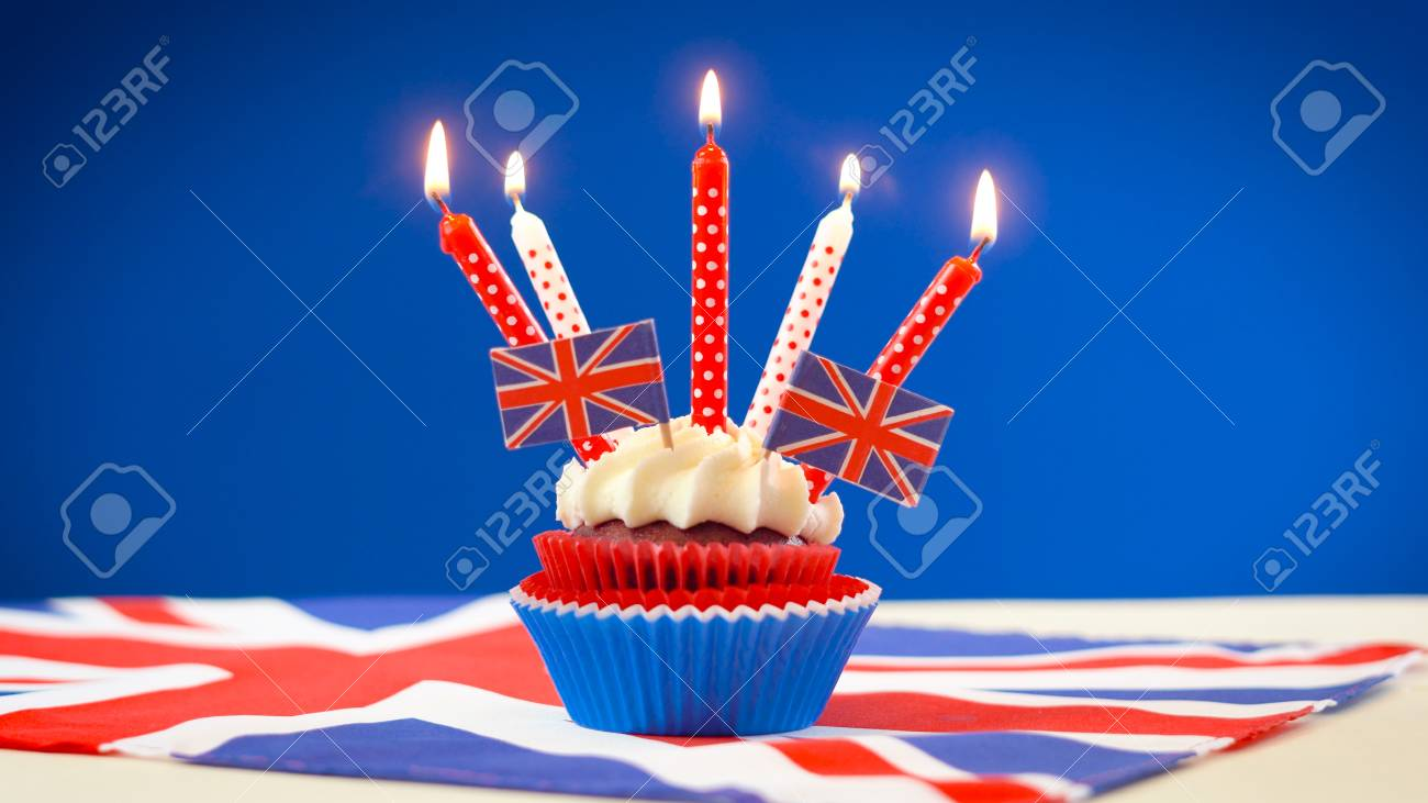 Stupendous Red White And Blue Theme Cupcakes And Cake Stand With Uk Union Funny Birthday Cards Online Alyptdamsfinfo