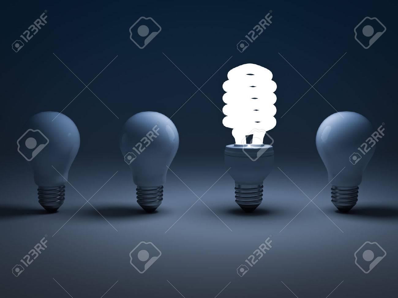 Eco ampoule économie d'énergie, un brillant ampoule fluorescente compacte debout parmi les ampoules à incandescence non éclairés, le concept différent Banque d'images - 31373446