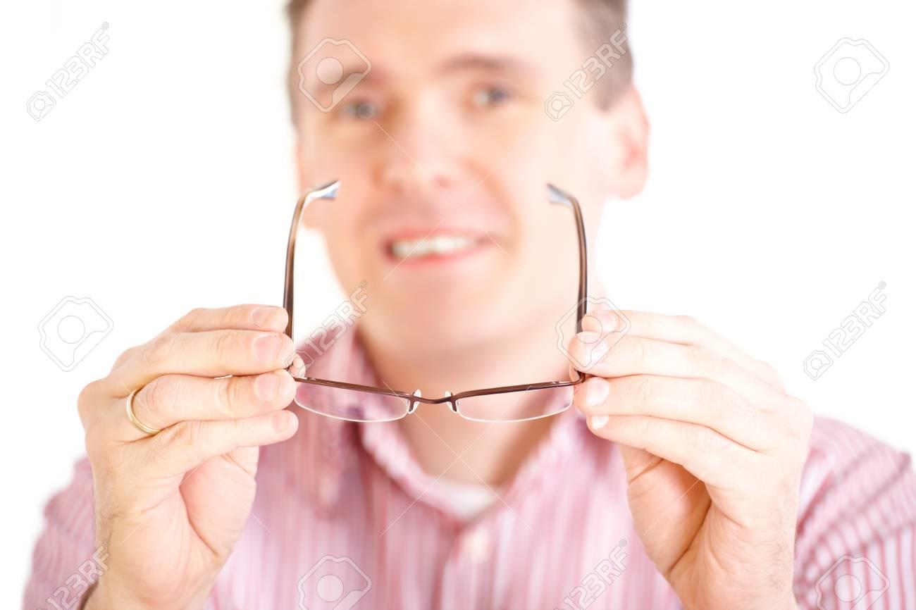 Banque d images - Opticien mâle oculiste présentant de nouvelles lunettes a084cb8bfd99
