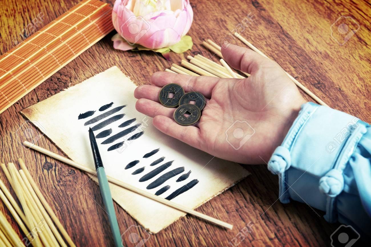 I Ging Alte Chinesische Orakel Mit Yijing Hexagram Alte Münzen Und