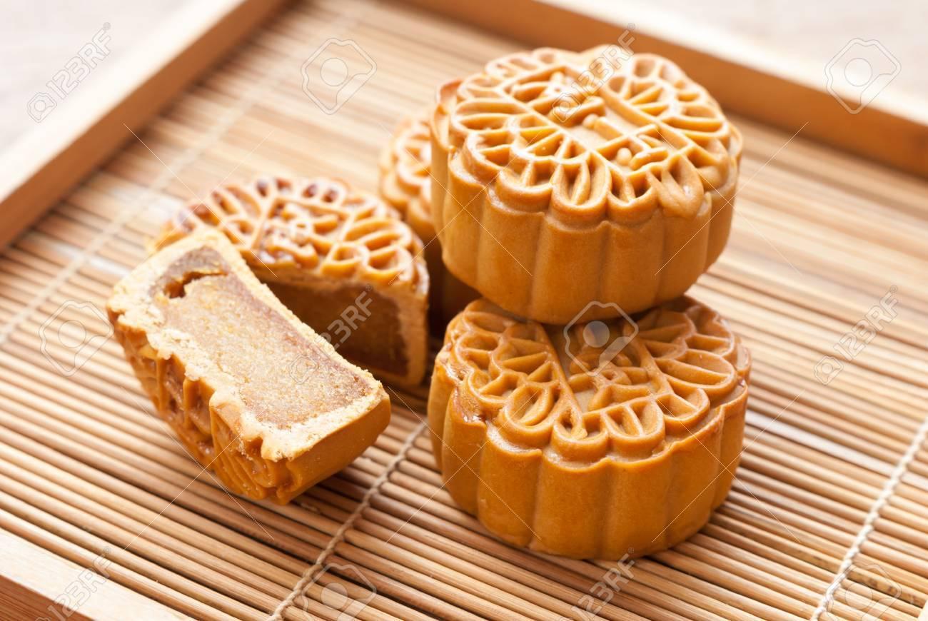 Mid-Autumn Festival moon cake on wooden board - 36719824