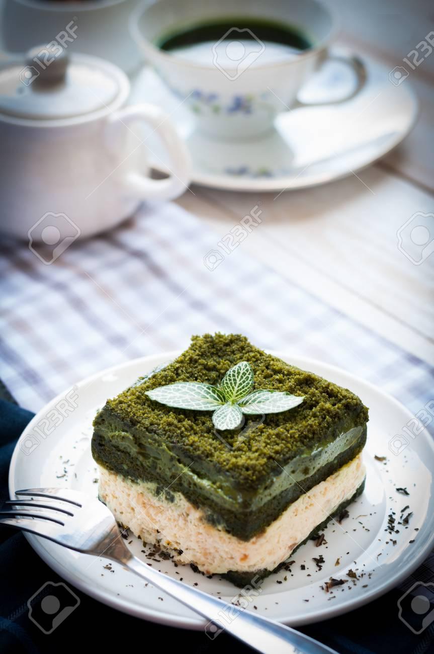Japanischer Matcha Kuchen Des Grunen Tees Mit Einer Schale Matcha