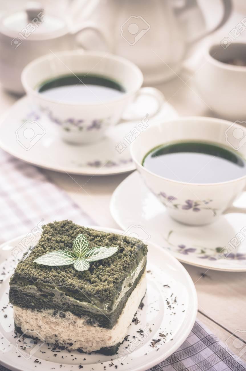 Japanische Matcha Kuchen Des Grunen Tees Auf Weissem Teller