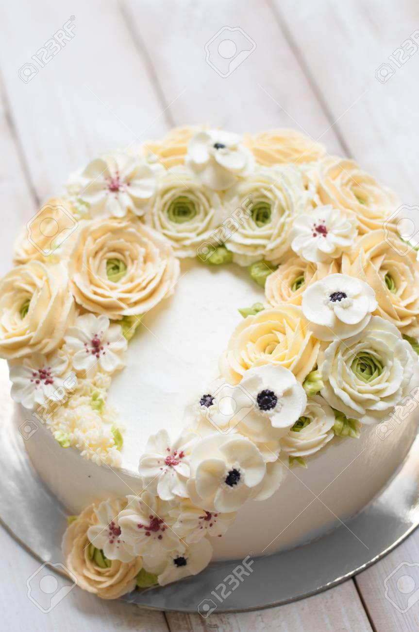 Kuchen Dekorieren Buttercreme Purieren Lizenzfreie Fotos Bilder