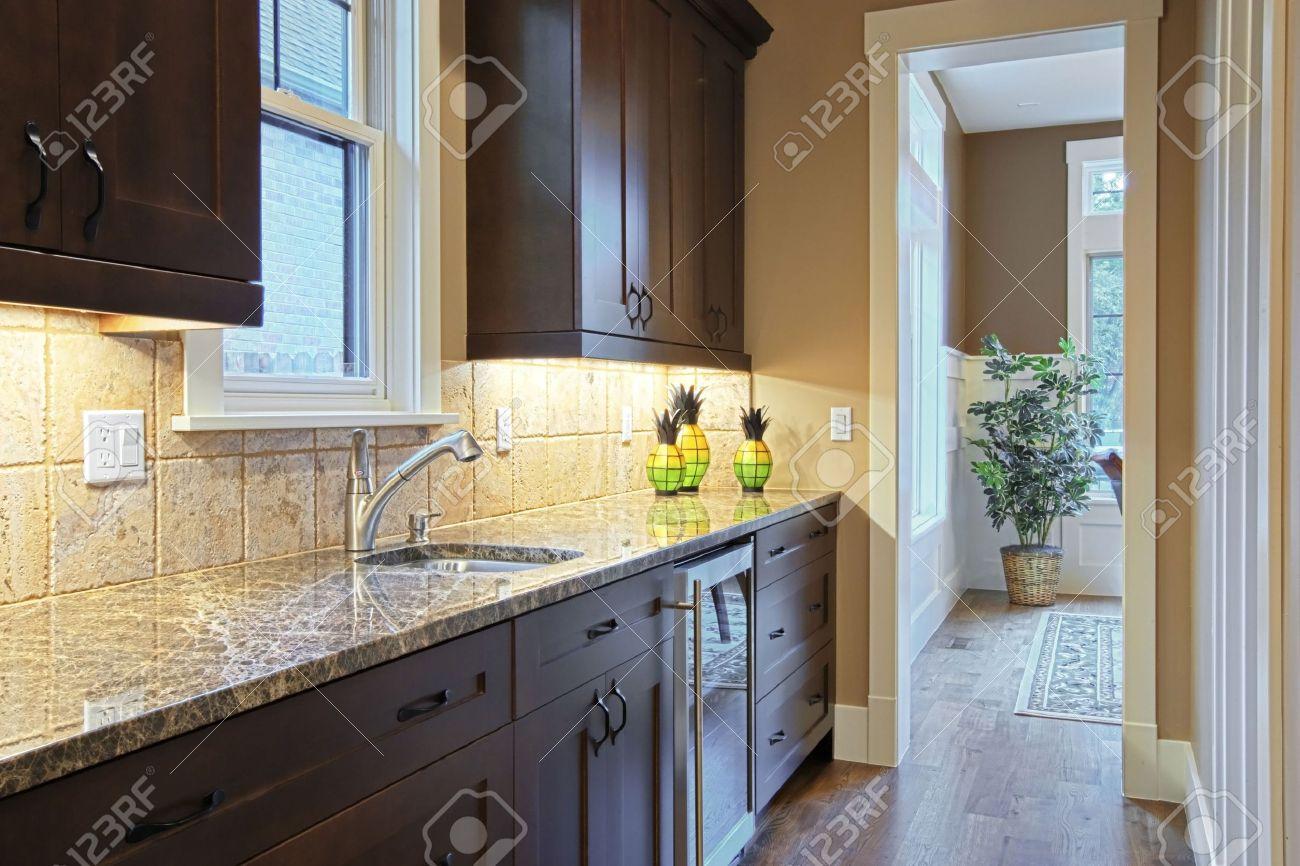 cocina de lujo con encimeras de granito foto de archivo