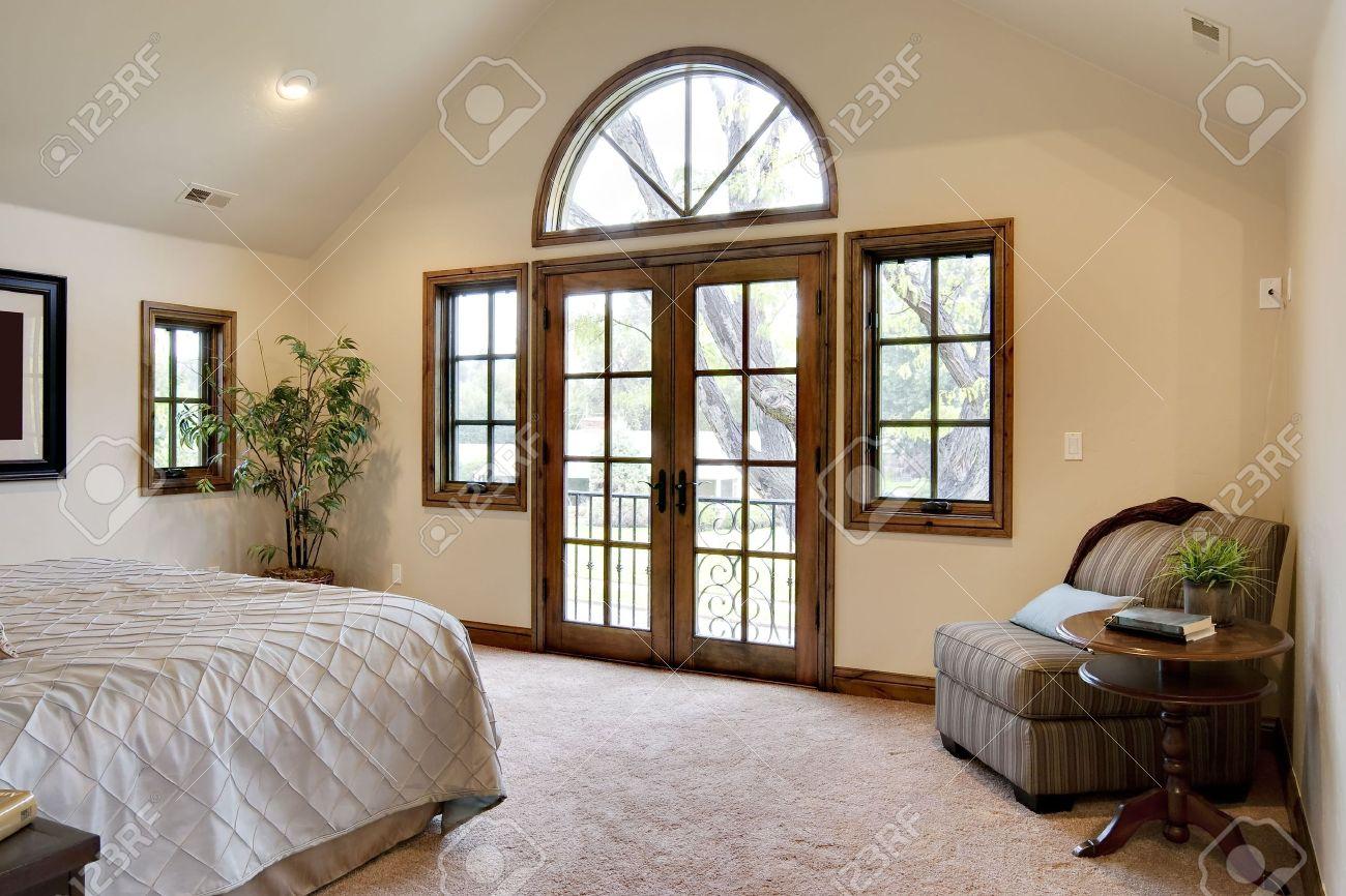 Schlafzimmer Mit Französisch Door Balkon Lizenzfreie Fotos Bilder